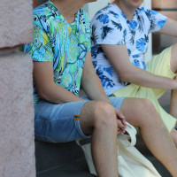 Летняя яркая футболка с зелеными цветами Shopchik