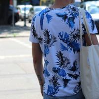 Белая футболка в цветочек мужская Shopchik